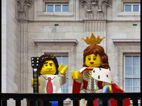 lego-goldman-queen-reine